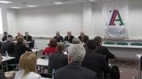 Дмитрий Медведев подписал постановление ПравительстваРФ, ограничивающее закупки отдельных видов иностранной мебели ипродукции деревообработки при проведении госзакупок